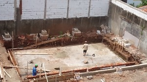 pembuatan kolam renang seharga 3 juta permeter.